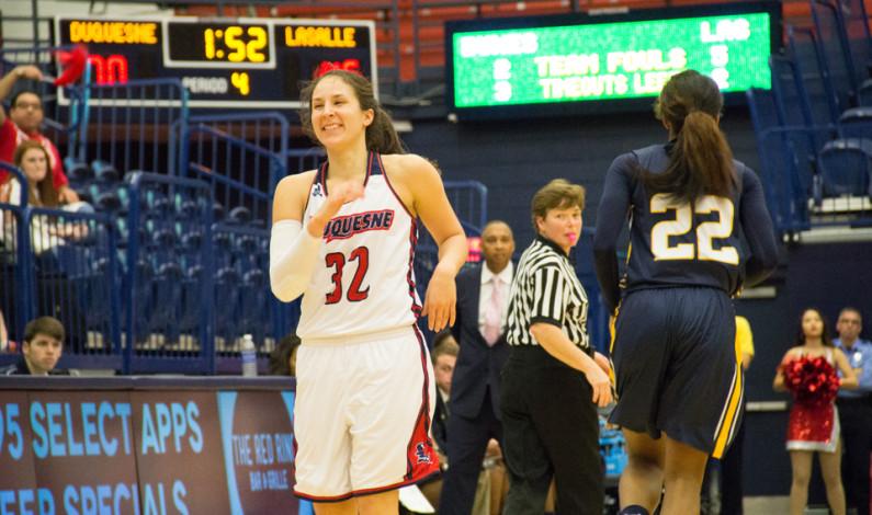 Women's hoops routs La Salle