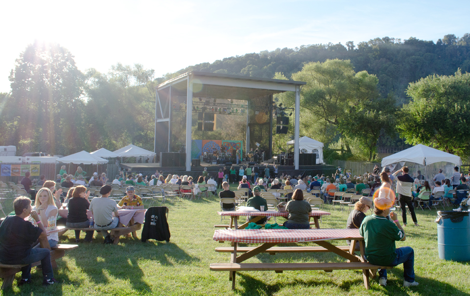 9-12 Features- Irish Fest Stage (photo Andrew Hornak)
