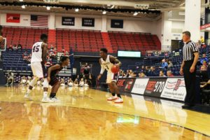 Bry McDermott   Asst. Photo Editor  Nebraska transfer Tarin Smith runs a play for the Dukes in their lone exhibition contest of the 2016-17 season against the Mansfield Mountaineers. Smith hopes to solidify the guard position for Duquesne.