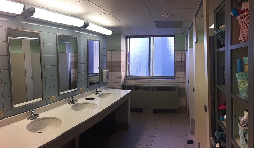 LydiaHenninger_StAnne_Bathroom