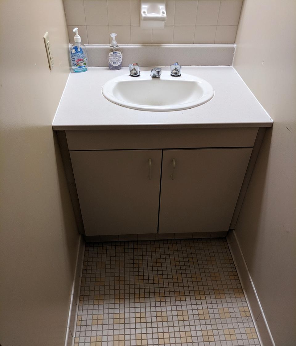 housing_vickroybathroom2